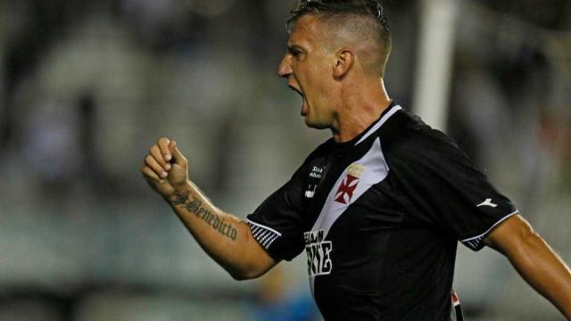 Vasco vence Bahia em São Januário e sai da zona de rebaixamento