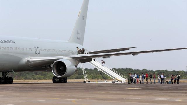 Avião que saiu de São Paulo faz pouso de emergência em NY
