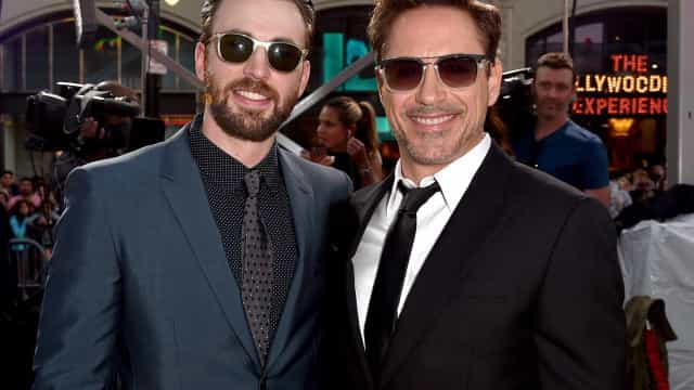 Downey Jr. dá Camaro estilizado do Capitão América a Chris Evans