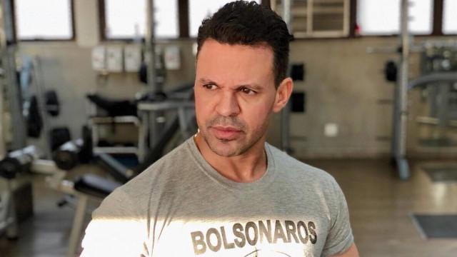 Eduardo Costa se desculpa após xingar Fernanda Lima: 'Fui babaca'
