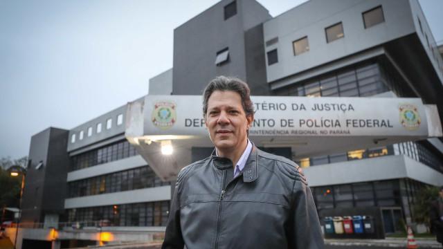 Lula seria ouvido, mas quem assina lei é o presidente, diz Haddad