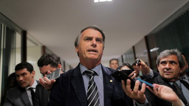 Bolsonaro diz que autor de facada merece 'cascudo' e 18 anos de cadeia