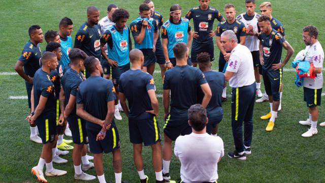 Tite indica defesa titular da seleção para amistoso contra os EUA