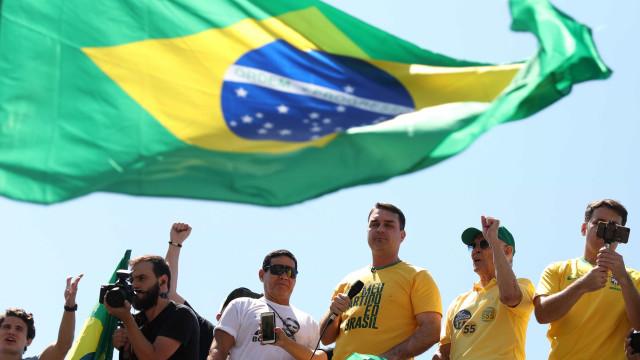 'Não fiz nada de errado', diz Flávio Bolsonaro sobre ex-assessor