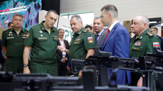 Rússia faz maiores exercícios militares no país em 40 anos nesta terça