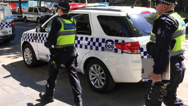 Homem é preso após matar três filhas, esposa e sogra na Austrália