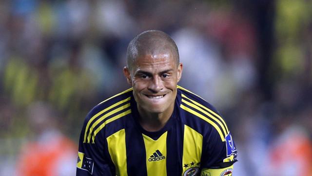 Futebol brasileiro é o único onde a copa vale mais que a liga, diz Alex