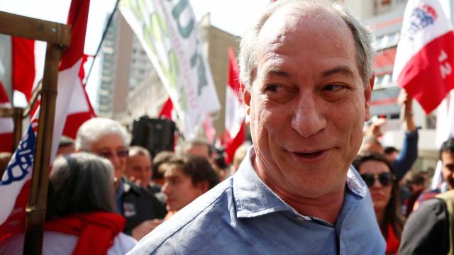 Cercado de puxa-sacos, Lula perdeu visão da realidade, diz Ciro
