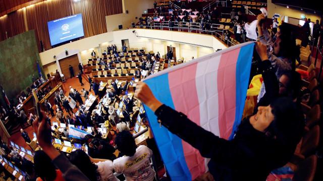 Mudança de gênero em documentos é aprovada no Chile