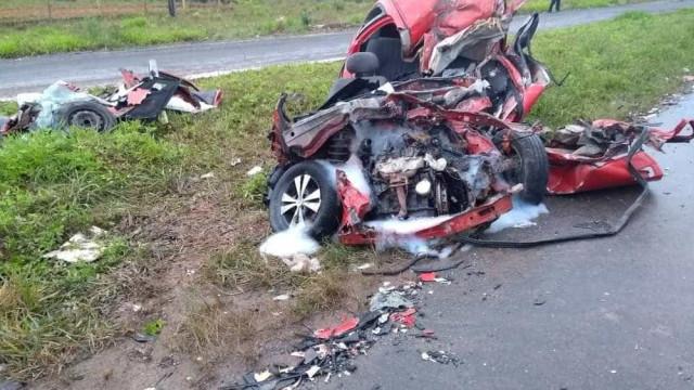 Duas pessoas morrem em acidente entre carro e caminhão em SC