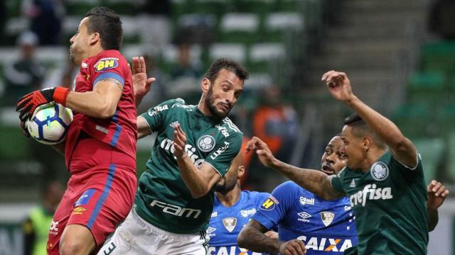 Palmeirenses reclamam de gol anulado no jogo contra o Cruzeiro