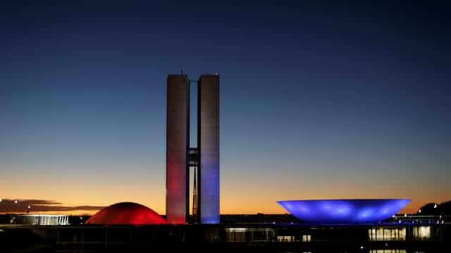 Brasil eleva nota, mas cai em índice de democracia