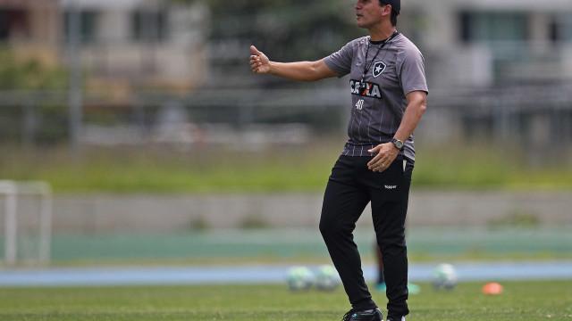 Botafogo precisa vencer o América-MG para se distanciar da Série B