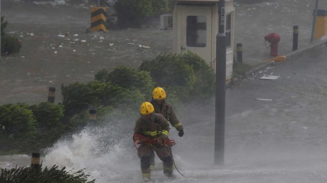 Após matar 64 nas Filipinas, tufão chega a Hong Kong e sul da China