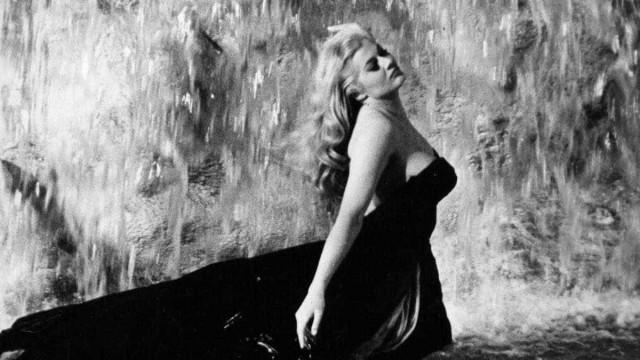 Grife italiana faz mostra sobre laços entre atrizes e bolsas