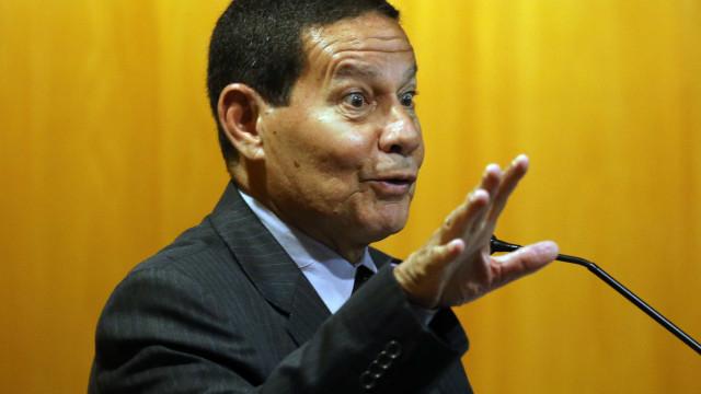 Vice de Bolsonaro, Mourão critica 13º salário: 'jabuticaba brasileira'