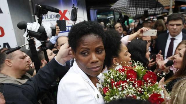Advogada algemada em fórum ganha ato de apoio em Duque de Caxias