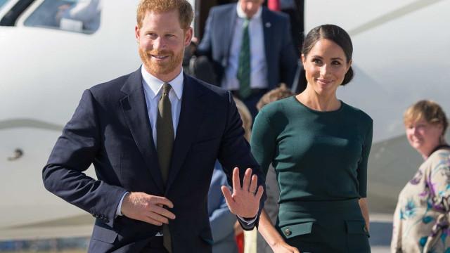 Avião em que estavam Príncipe Harry e Meghan aborta pouso na Austrália