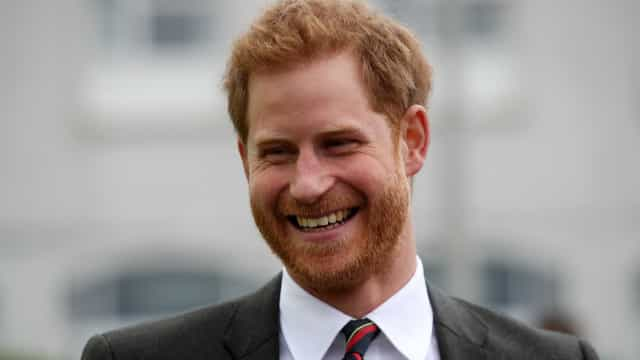 Príncipe Harry quebra tradição real em sua aliança