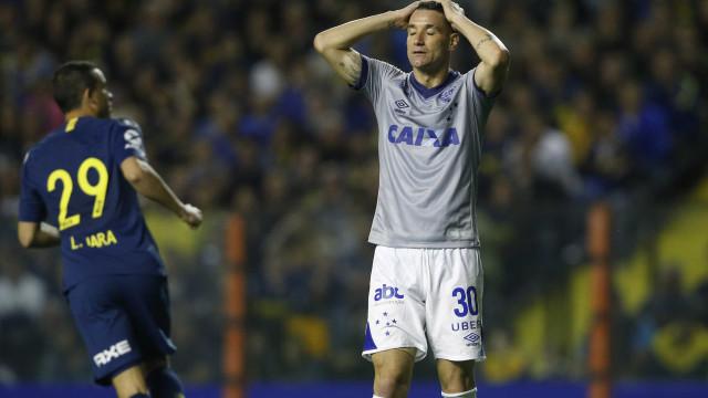 Com Dedé expulso pelo VAR, Cruzeiro perde do Boca Juniors