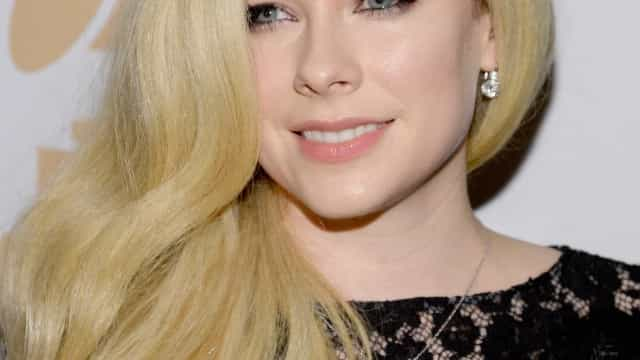 Avril Lavigne lança nova música após cinco anos de pausa na carreira