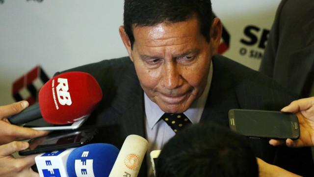 Mourão miniminiza fala de filho de Bolsonaro: 'arroubo juvenil'