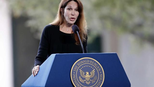 Filha de Reagan defende professora em caso de suposto abuso de juiz