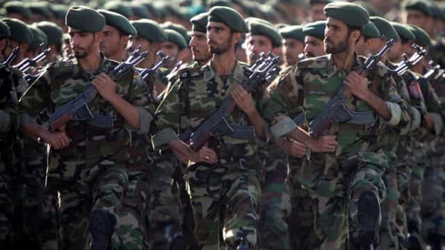Atentado durante parada militar deixa pelo menos 24 mortos no Irã