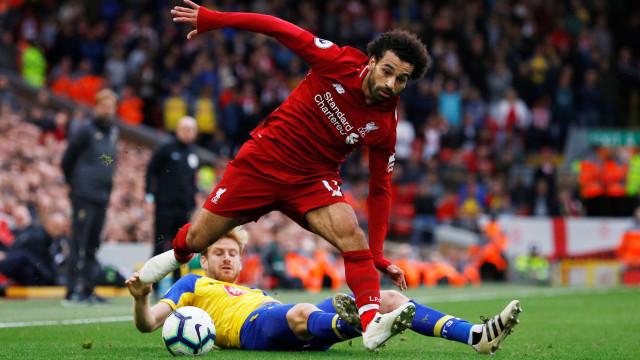 Liverpool vence fácil Southampton e assume liderança do Inglês