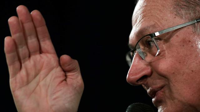 Alckmin sobre Bolsonaro: 'Ele deve estar envergonhado do que fala'