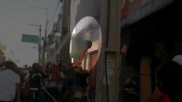 Mulher se joga de prédio para escapar de incêndio na Bahia