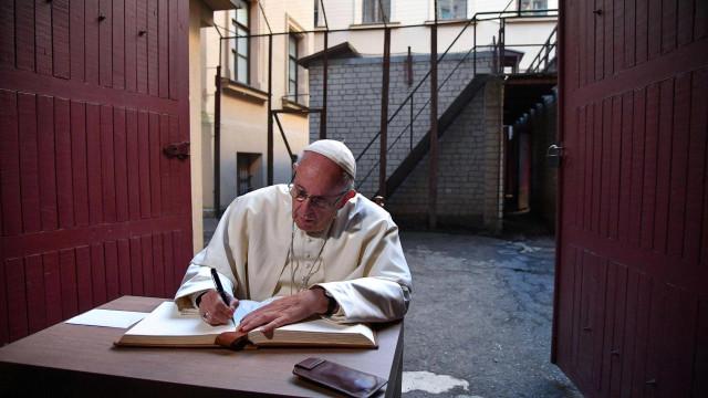 Papa diz que lembrança da 1ª Guerra Mundial é incentivo à paz