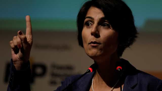 Após fake news sobre Adelio, Manuela d'Ávila é ameaçada na internet