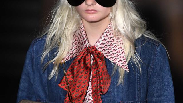 Gucci retrata juventude decadente em desfile com Jane Birkin