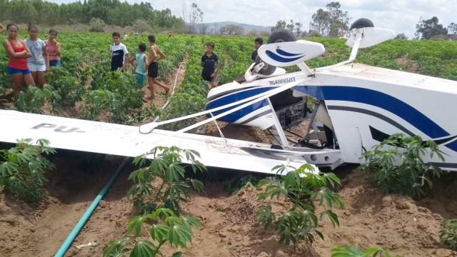 Aeronave de pequeno porte cai em Guarabira e deixa feridos