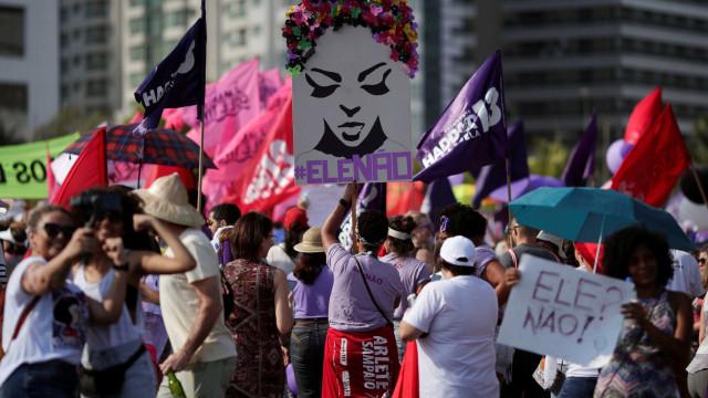 'Ele não' mistura-se a 'Lula livre' e 'Haddad' é Lula em Brasília