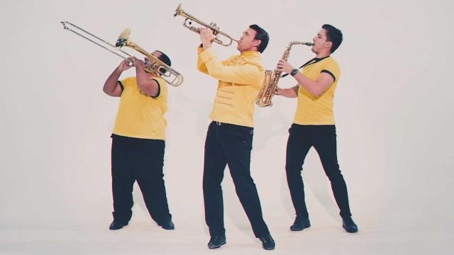 Ex-craque Petkovic 'toca' trompete em novo clipe da filha cantora; veja