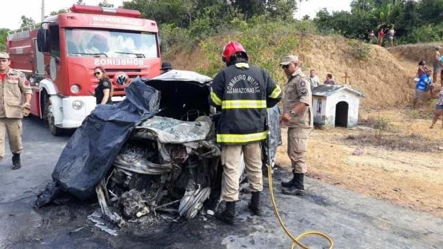 Seis pessoas morrem em acidente entre ônibus e táxi na AM-010