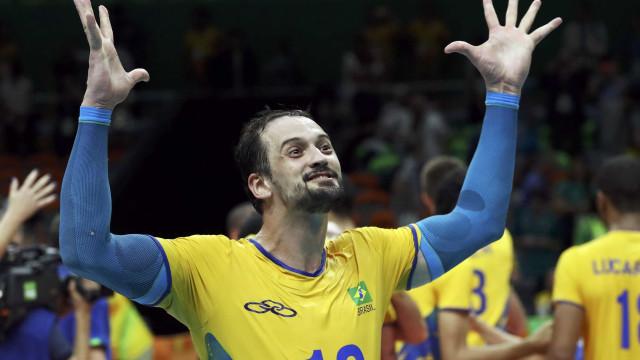Lipe confirma aposentadoria da seleção de vôlei após derrota em final
