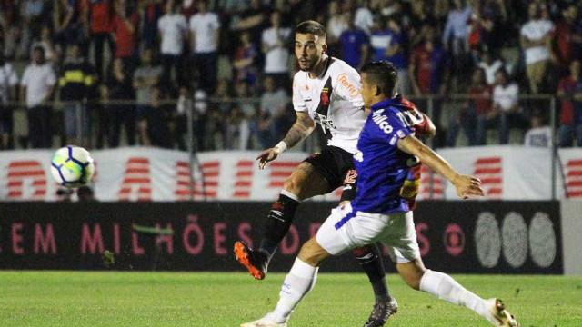 Vasco empata com o Paraná, mas sai da zona de rebaixamento