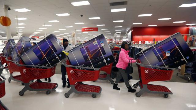 Veja 10 produtos e serviços que ficaram mais baratos com a crise