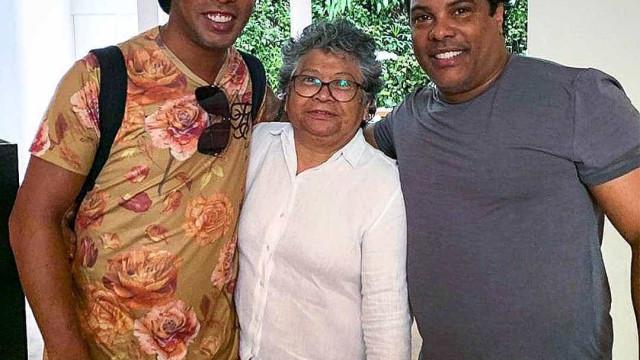 Rolê aleatório? Ronaldinho posta foto com Marlene Mattos: 'Minha amiga'
