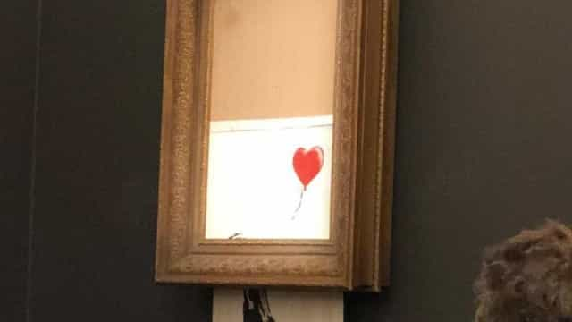Banksy planejava picotar o quadro todo, mas só cortou metade