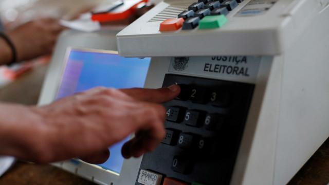 Witzel tem 61% das intenções de votos válidos no RJ; Paes, 39%