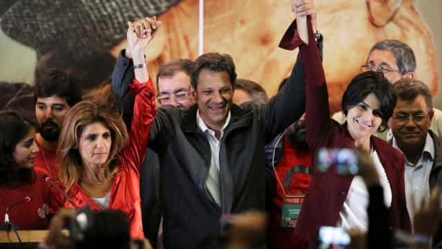 Haddad visita Lula na prisão para discutir segundo turno