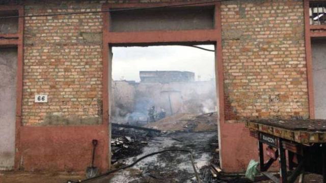 Incêndio causa vazamento de produto tóxico em Santos
