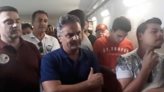 Viu isso? Aécio Neves é hostilizado ao votar em Belo Horizonte; assista