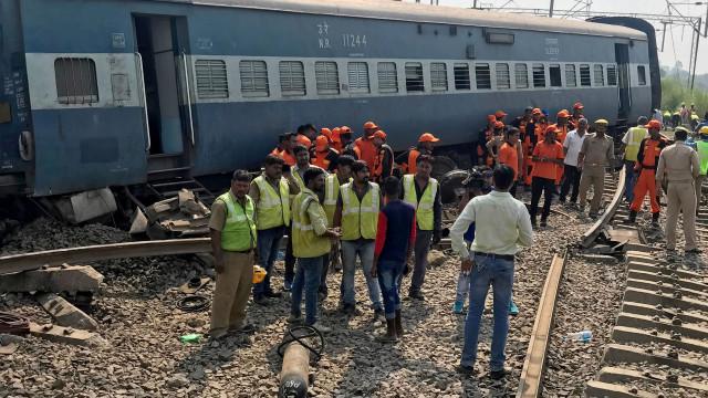 Descarrilamento de trem mata cinco e deixa 35 feridos na Índia