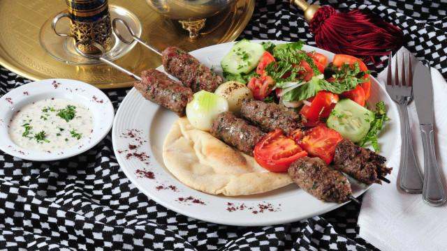 Kafta recheada é ótima opção de almoço; aprenda