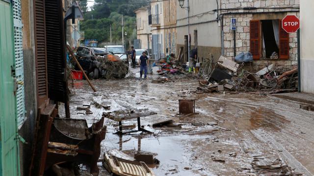 Tempestade mata dez e deixa desaparecidos em ilha na Espanha